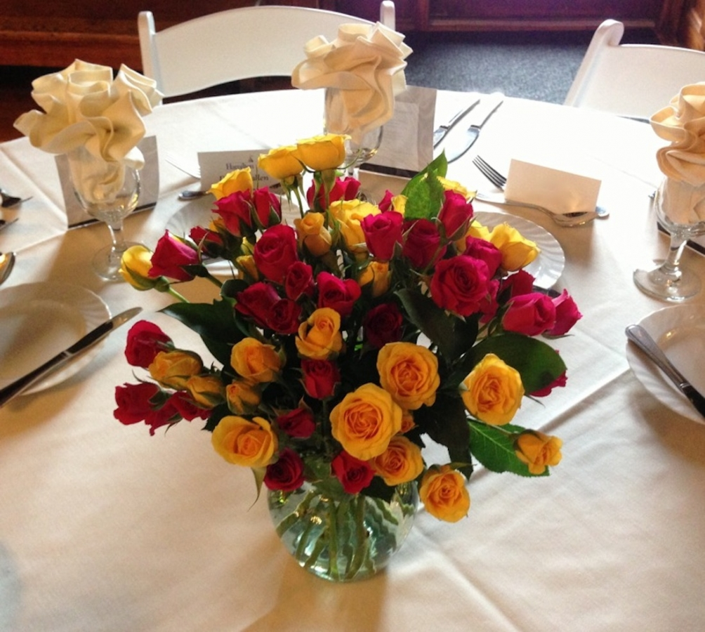 centerpiece-with-spray-roses