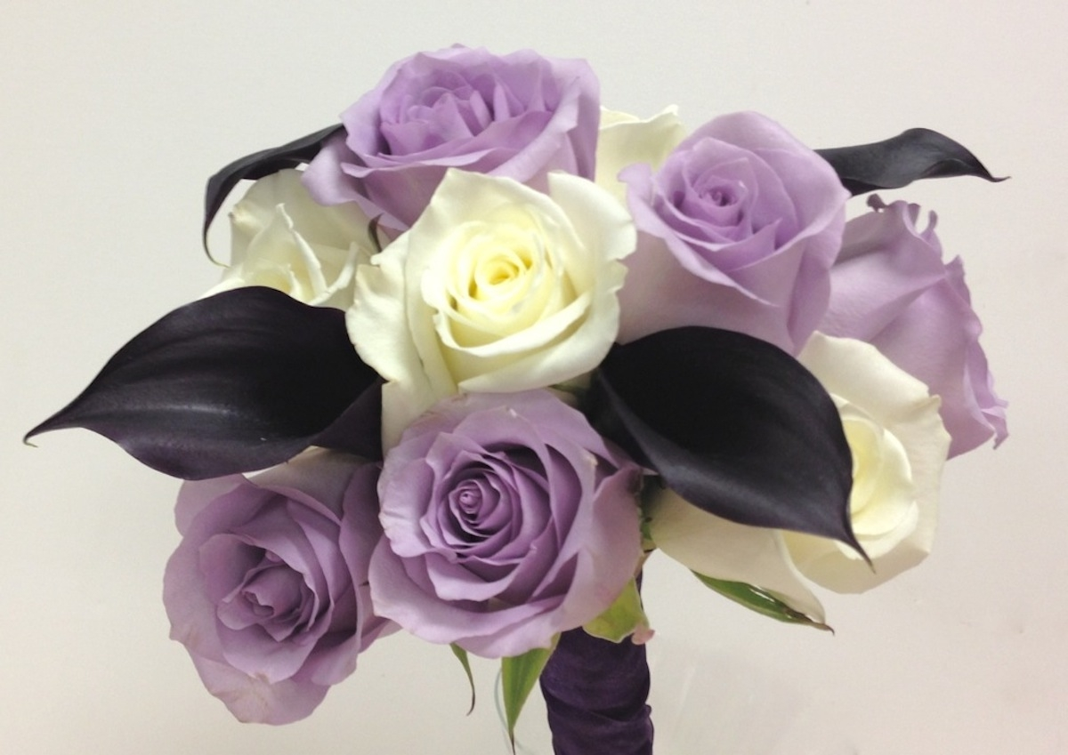 purple-roses-and-calla-lilies